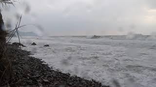 Сильный шторм в Анапе дикий пляж