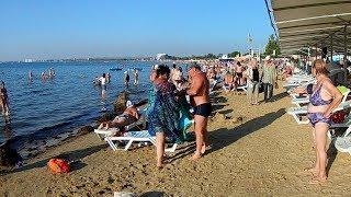 Прогулка по Анапе Золотой пляж Набережная Солнце Отдыхающие разъезжаются Action Camera Video