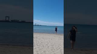 Анапа центральный пляж. 09.04.2019 год. Температура воздуха +20 градусов. Дельфины