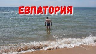 КРЫМ. ПОГОДА 2.05.2019 ЕВПАТОРИЯ - НАРКОМАН ЗАГОРАЕТ. НАБЕРЕЖНАЯ