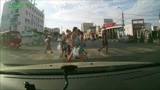 АНАПА: Маршрутка на красный, объезжая пешеходов, как фишки ( 18.08.2017)