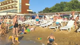 Городской Центральный песчаный пляж Анапы сейчас (пляж Санта-Фе) в 18:30 в среду 3 июля. +28C